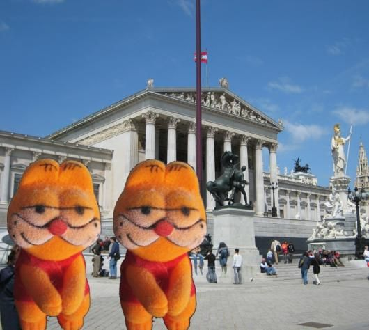 Garfield Twins vor`m Wr. Parlament